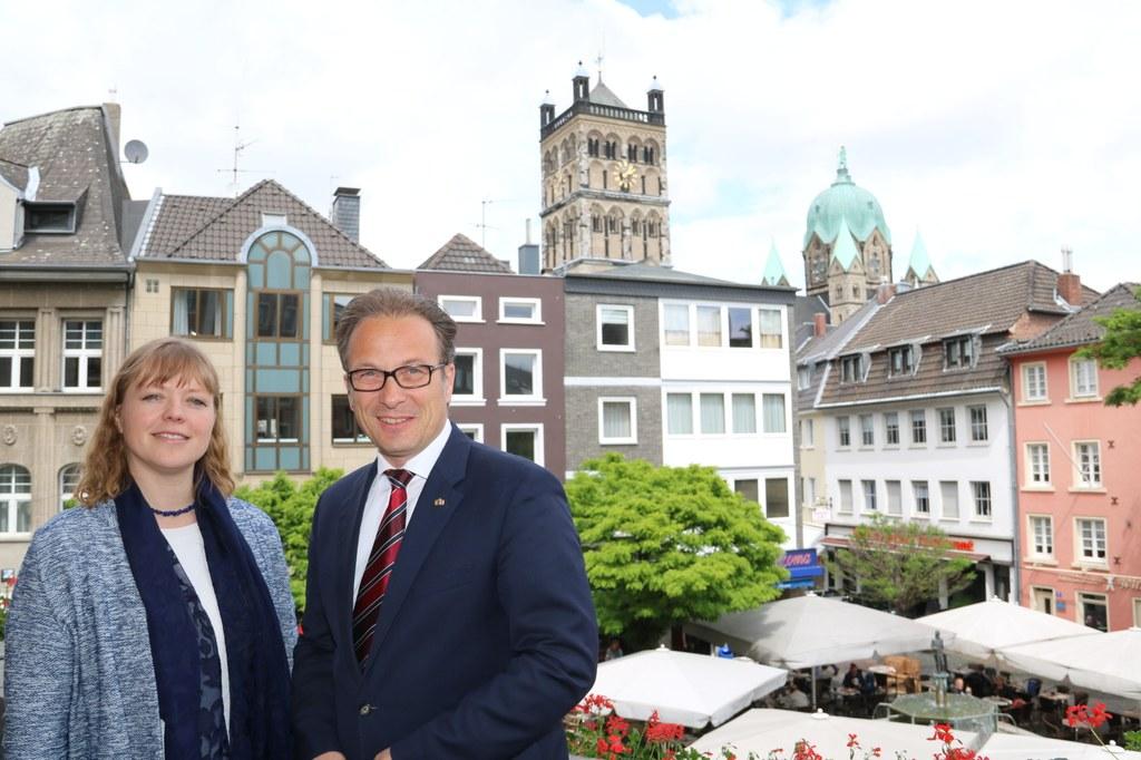 Die französische Generalkonsulin Dr. Olivia Berkeley-Christmann mit Bürgermeister Reiner Breuer.