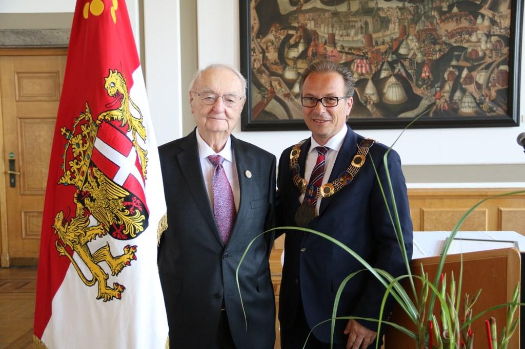 Dr. Heinz Günther Hüsch und Bürgermeister Reiner Breuer