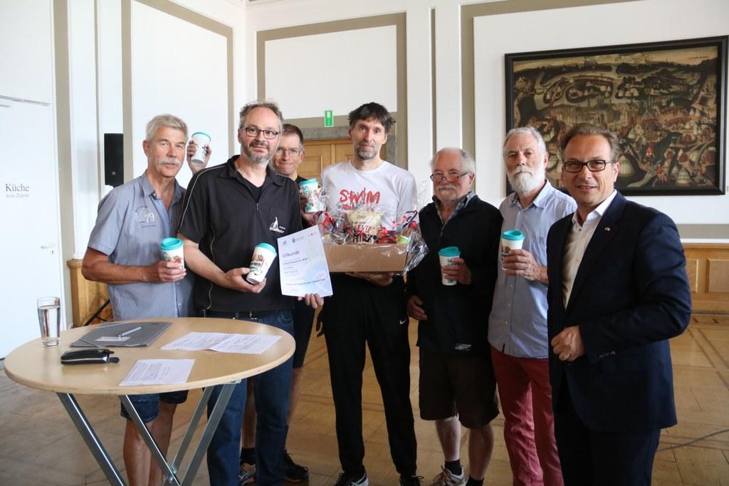 """Das """"Gold-Team"""" Zweirad Oberländer Gnadental mit den meisten Gesamtkilometern beim Stadtradeln 2019."""