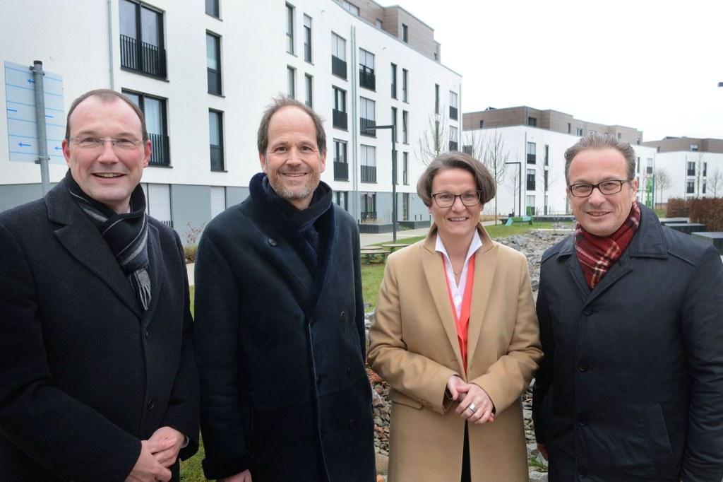 © Neusser Bauverein -  (v.l.) Planungsdezernent und Vorstandsmitglied Christoph Hölters, Vorstandsvorsitzender Frank Lubig, Ministerin Ina Scharrenbach und Aufsichtsratsvorsitzender Bürgermeister Reiner Breuer
