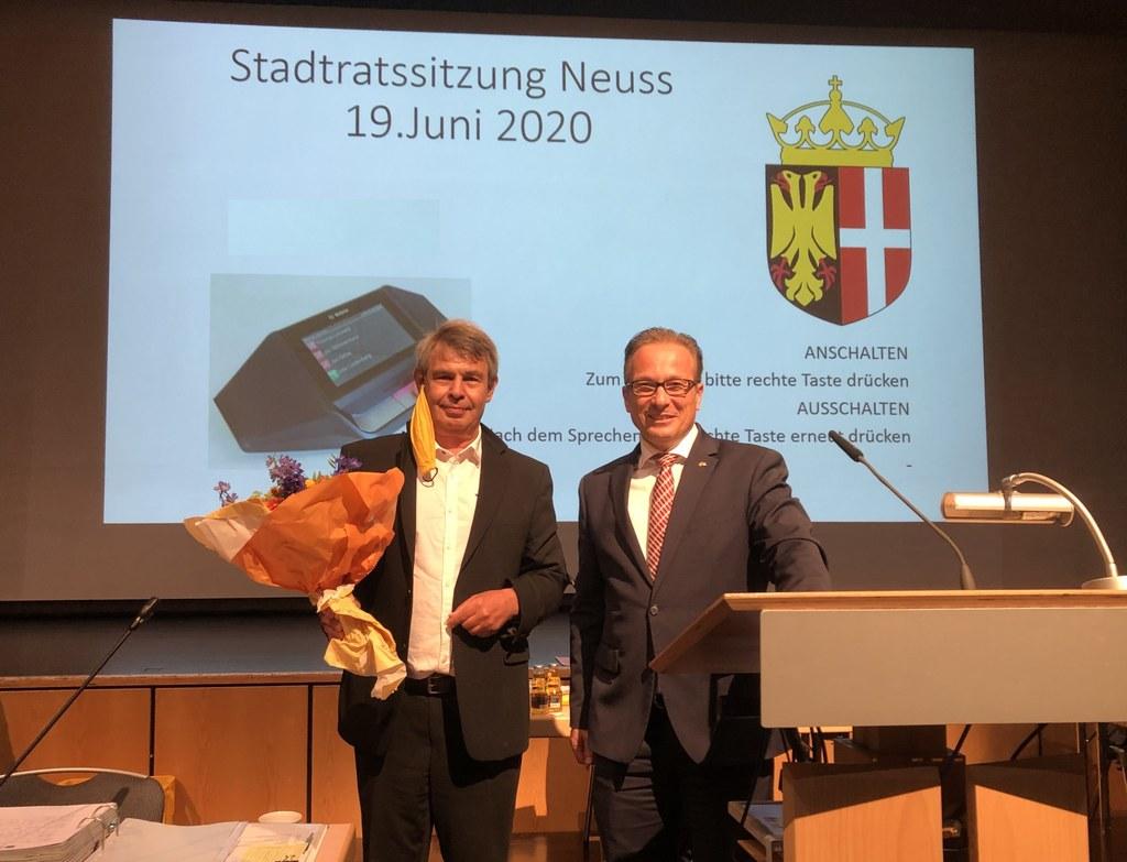 Bernd Kahlbau und Bürgermeister Reiner Breuer bei der Vereidigung