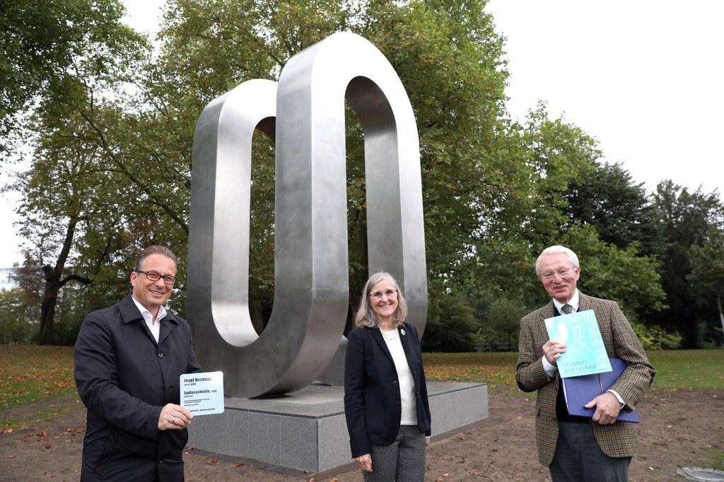 Bürgermeister Reiner Breuer, Kulturdezernentin Dr. Christiane Zangs und Dr. Heinz Bernd Wibbe von Neuss-Kultur e.V.