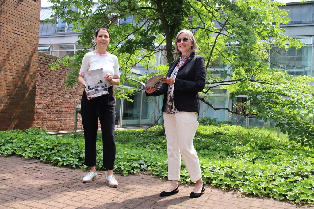 Stellten gemeinsam den Kulturjahresbericht 2020 vor: Kulturdezernentin Dr. Christiane Zangs (r.) und Redakteurin Dr. Annekatrin Schaller