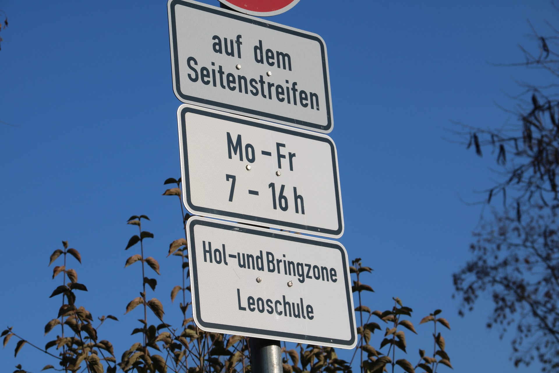 Hol- und Bringzone Leoschule.JPG