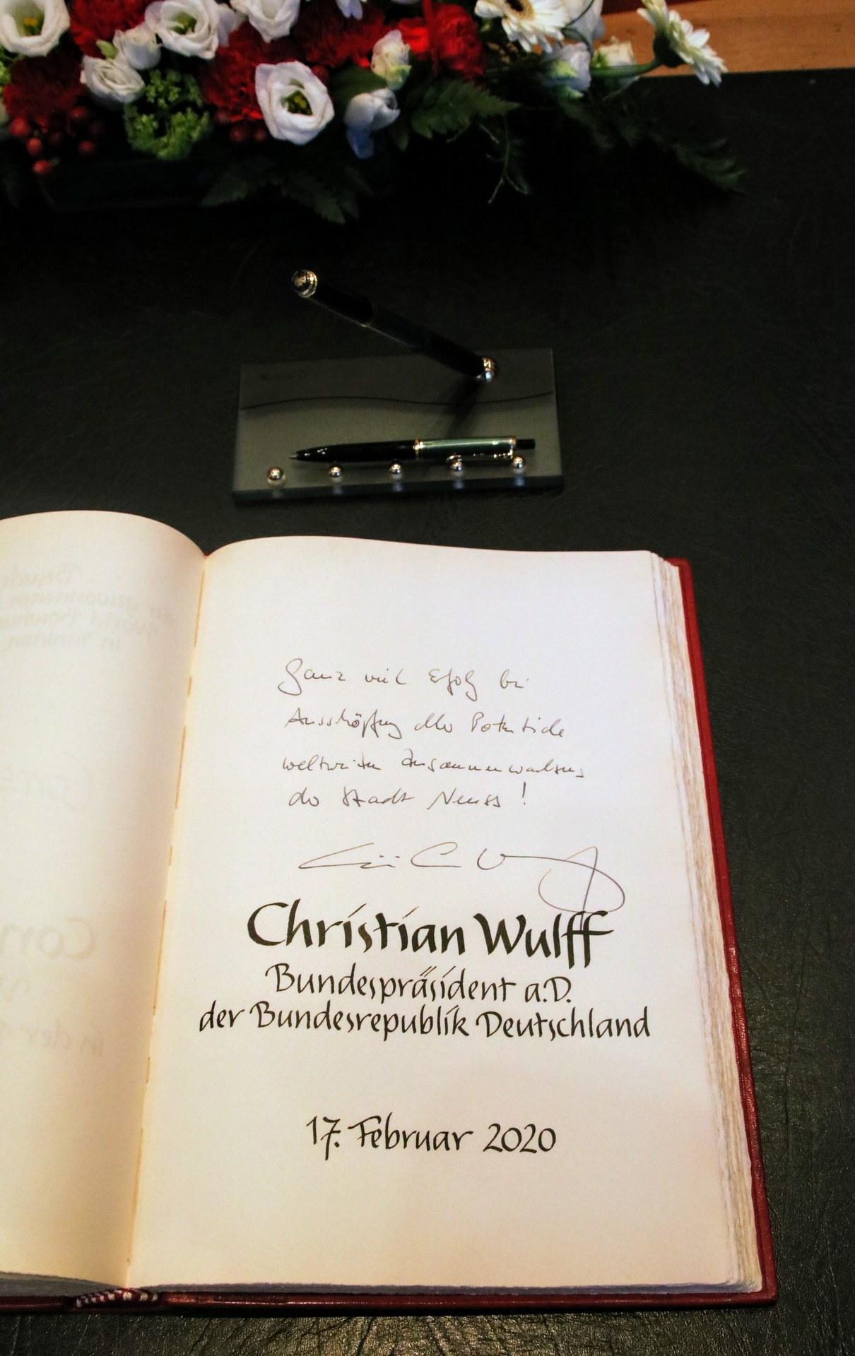 Goldenes Buch Christian Wulff 04.jpg