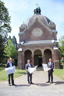 BM Reiner Breuer (Mitte), Beigeordneter Dr. Matthias Welpmann (links) und Markus Jansen.jpg