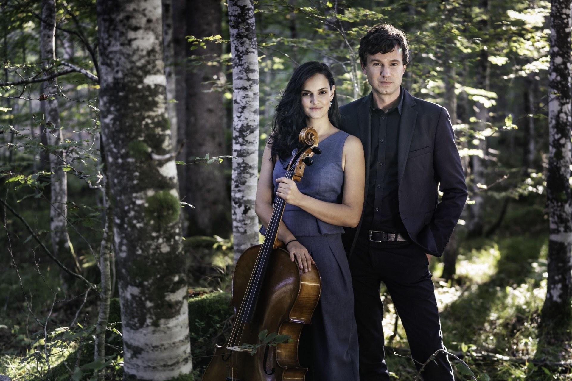 1407 Zeughauskonzerte Neuss 2020-2021 04 - Raphaela Gromes und Julian Riem - Foto Sammy Hart.jpg