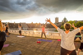 Yoga auf Dachterrasse_Foto Melanie Stegemann.jpg