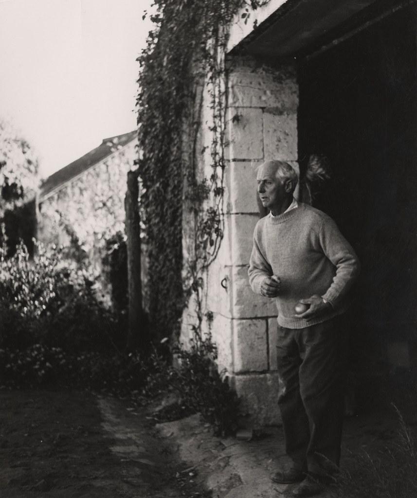 3_Helmut Hahn, Max Ernst beim Boulespiel III, Huismes, 1957, Silbergelatineabzug, Max Ernst Museum Brühl des LVR, Stiftung Max Ernst.jpg