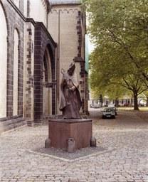 Kardianal-Frings-Denkmal von E. Hildebrandt, Freithof, 1998