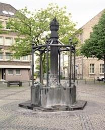 Quirinusbrunnen, Münsterplatz, J. Pechau, 1983
