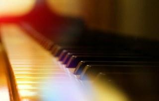 Klavier (Querformat)