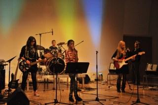 Bands der Musikschule und ihren Kooperationsschulen nonstop live on stage.