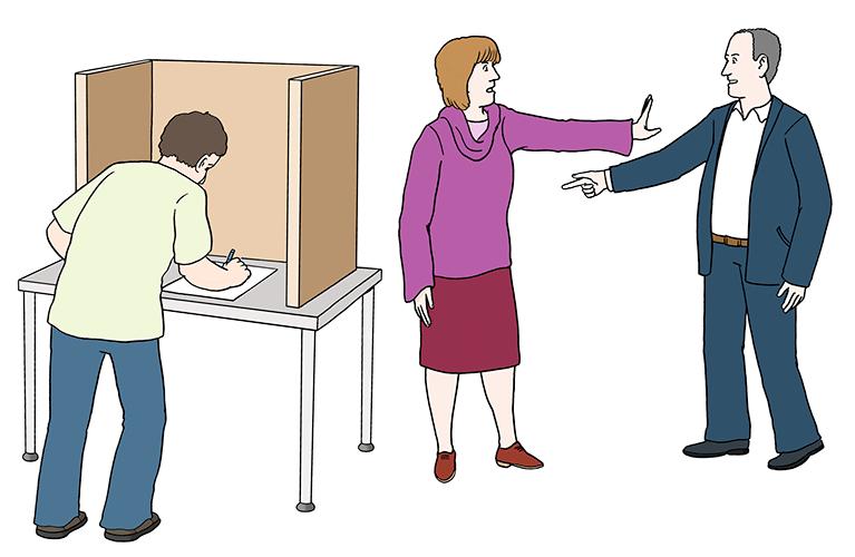 Eine Frau stoppt einen Mann, damit der andere Mann allein und geheim wählen kann.
