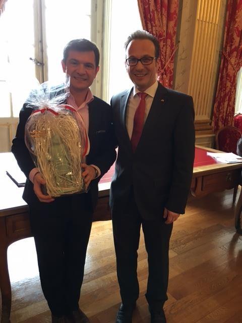 Bürgermeister Reiner Breuer bei seinem Amtsantrittsbesuch bei seinem französischen kollegen Bürgermeister Benoist Apparu in Châlons-en-Champagne.