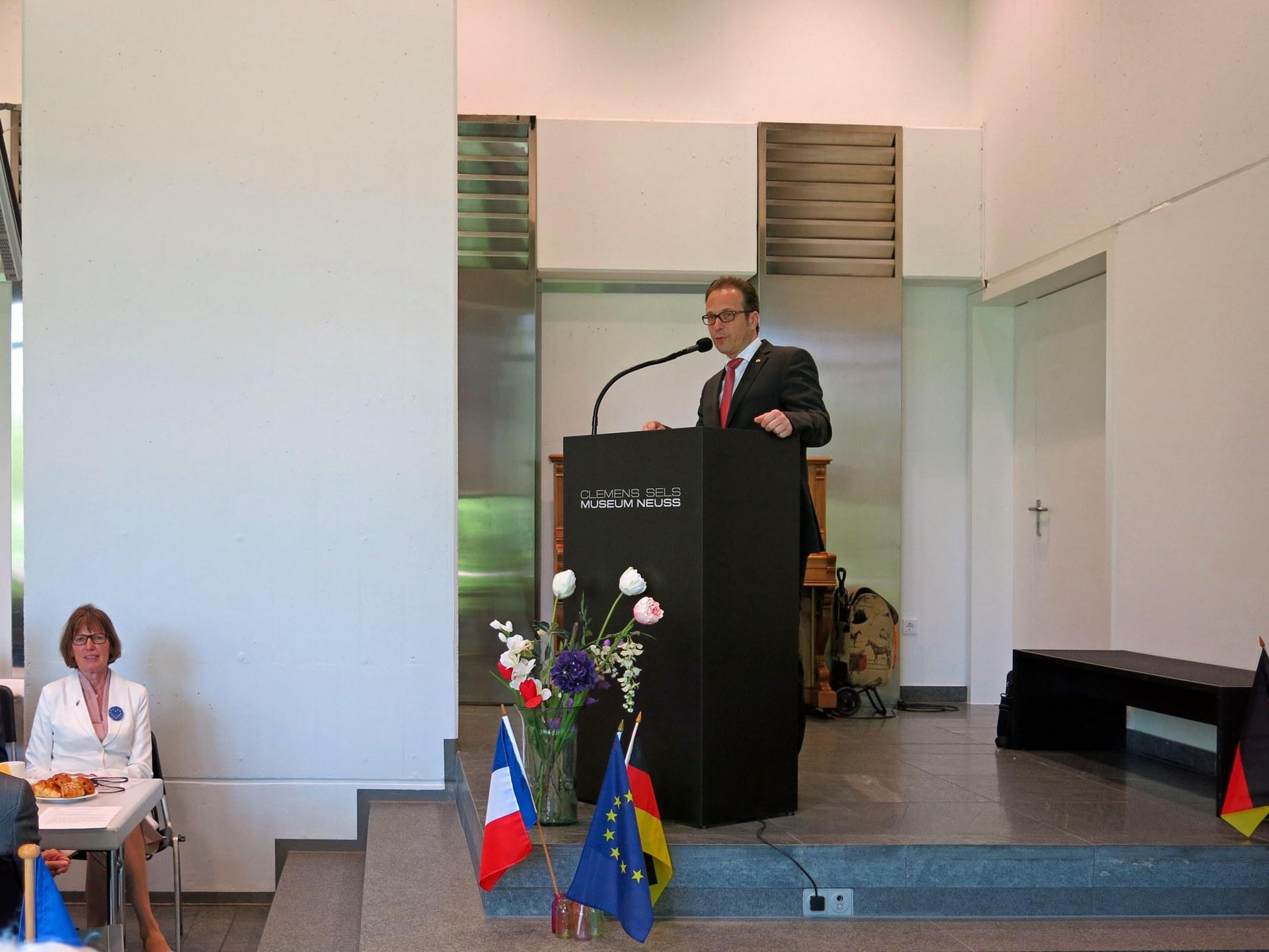 Bürgermeister Breuer begrüßt die Gäste