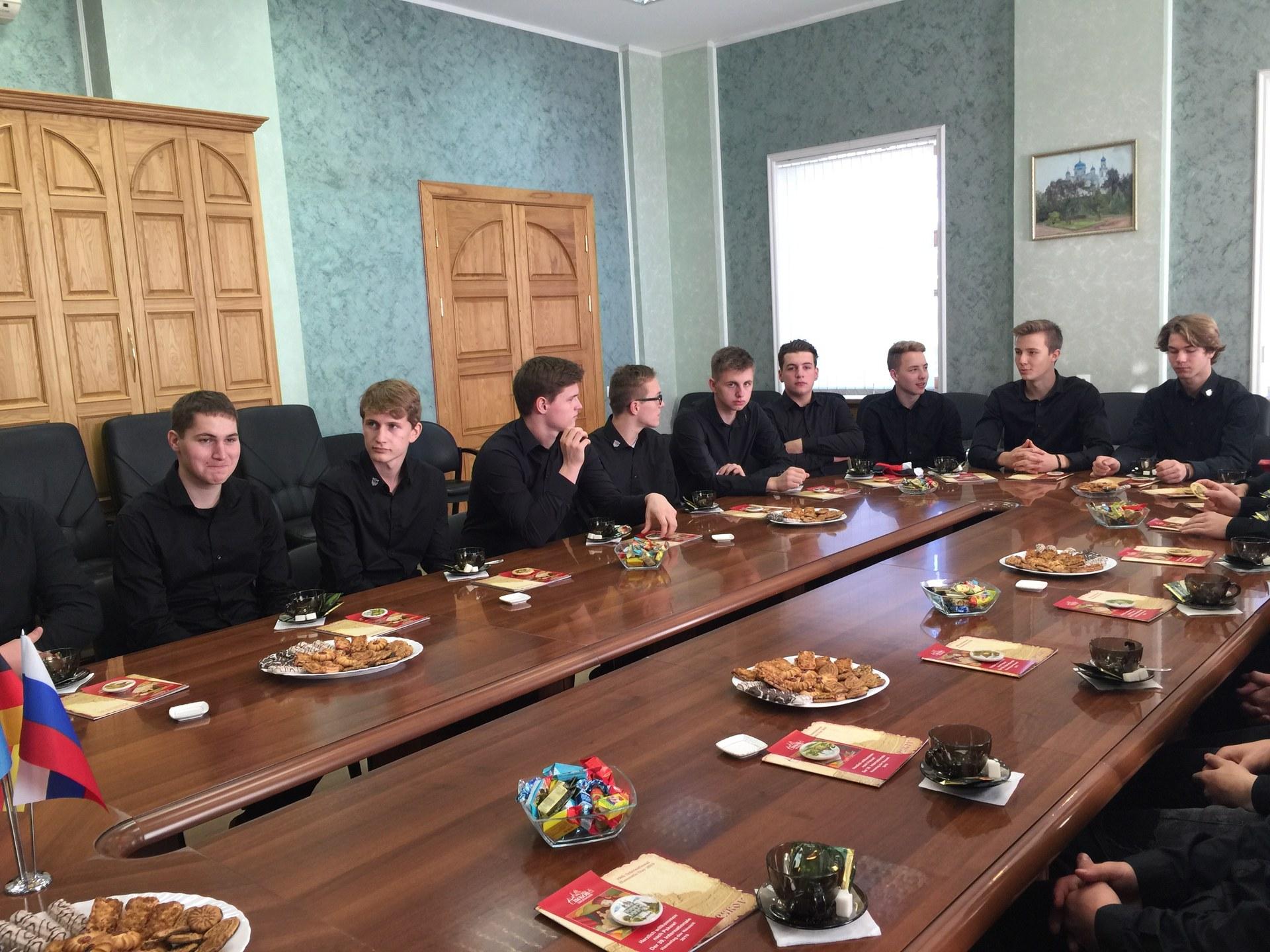 Eishockeyjugend im Pskower Rathaus