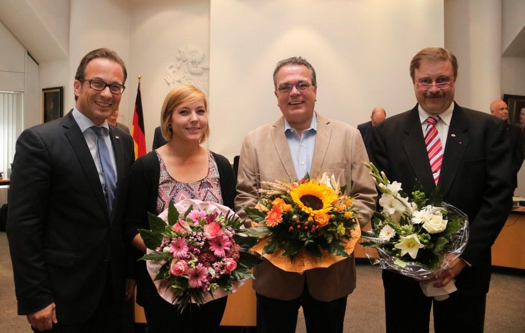 (v.l.) Bürgermeister Reiner Breuer mit den neuen Ratsmitgliedern Jennifer Olpen und Uwe Welsink (beide Bündnis 90/Die Grünen) sowie Harald Adolfs (SPD).