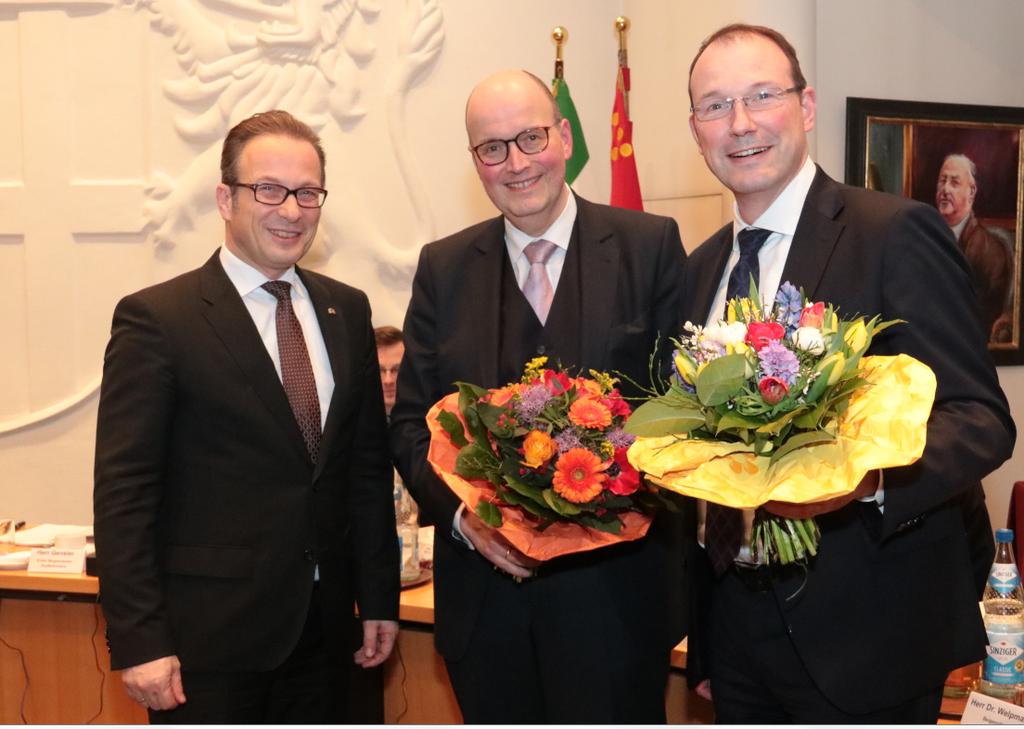 V.l.: Bürgermeister Reiner Breuer mit Frank Gensler (Stadtkämmerer) und Christoph Hölters (Baudezernent), die beide wiedergewählt wurden.